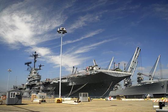 USSHornet001.jpg